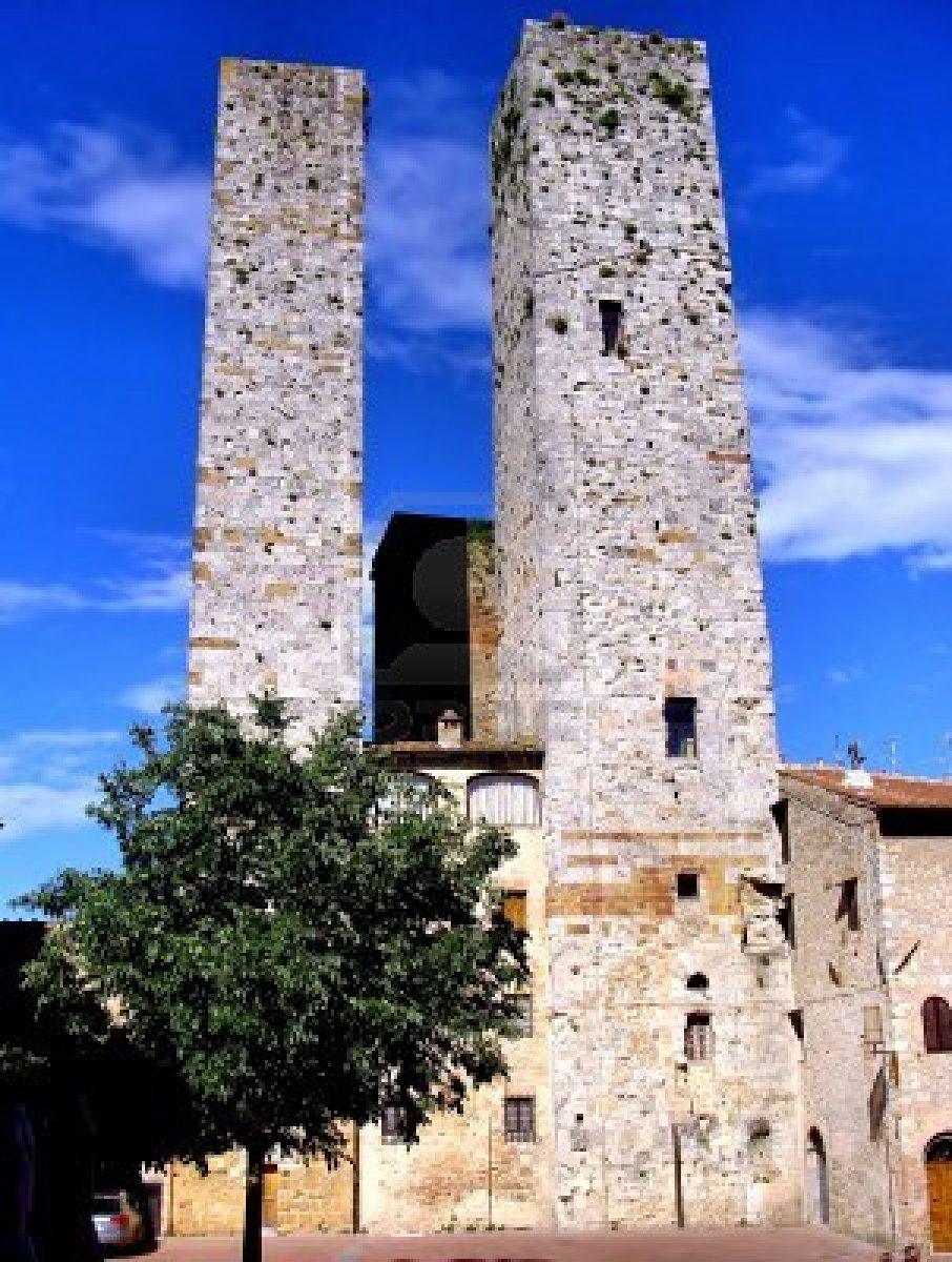 9274268-torres-medievales-de-san-gimignano-toscana-italia.jpg